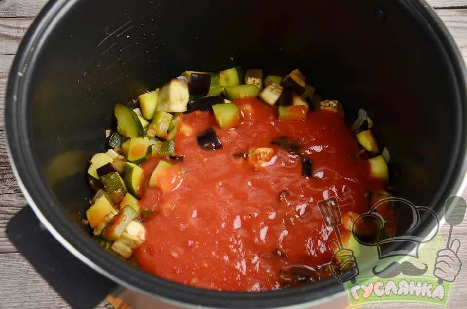 після переливаю в чашу густий томатний соус