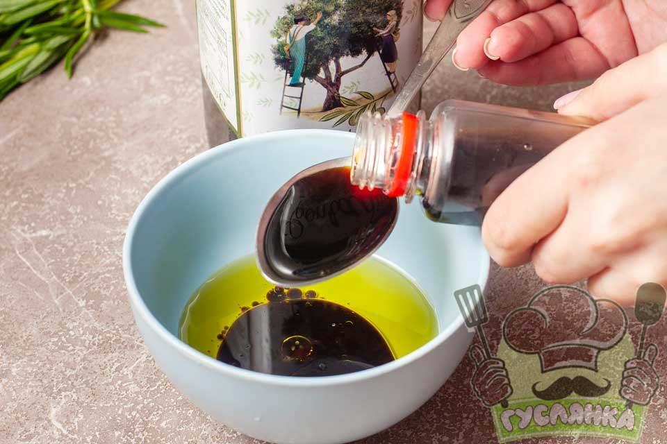до оливкової олії додаю соєвий соус
