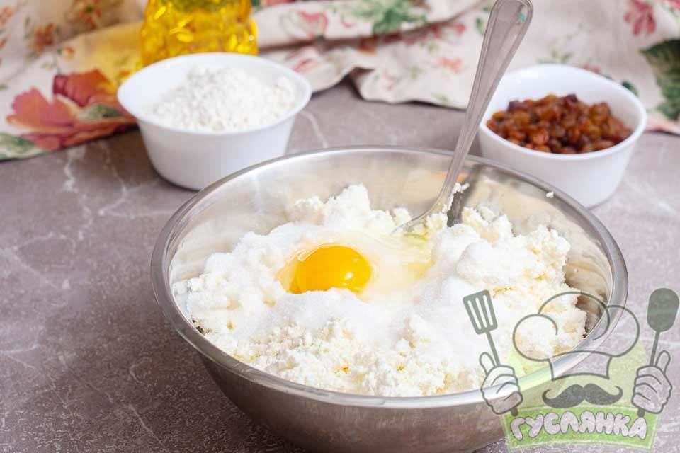 додаю одне ціле яйце