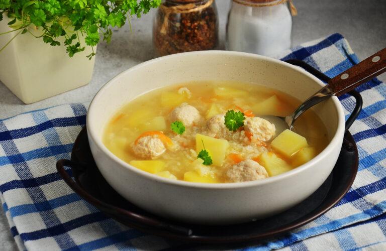 Суп з фрикадельками і рисом в мультиварці