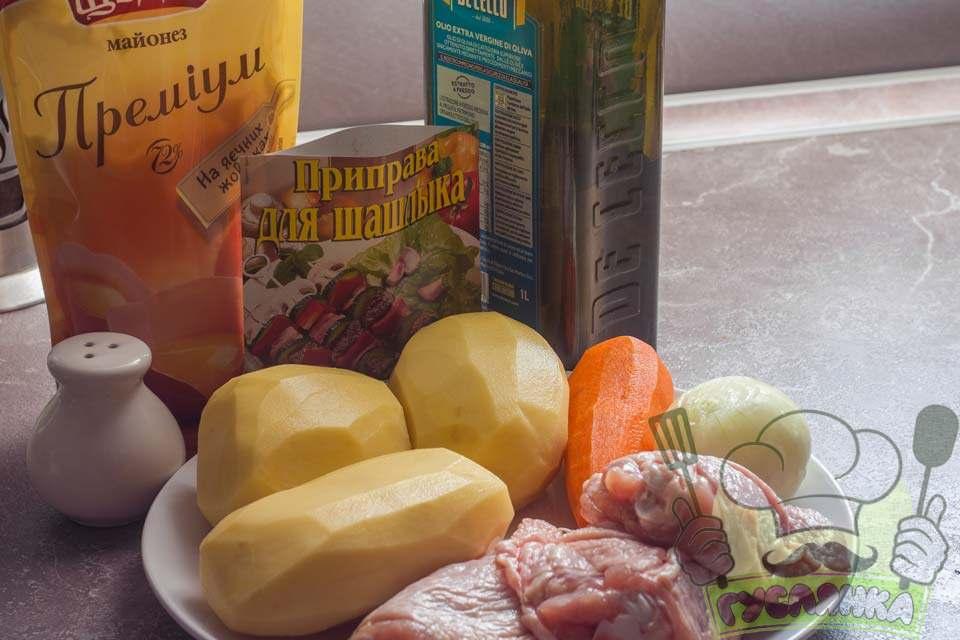 для приготування картоплі запеченої з куркою в рукаві мені необхідні такі інгредієнти