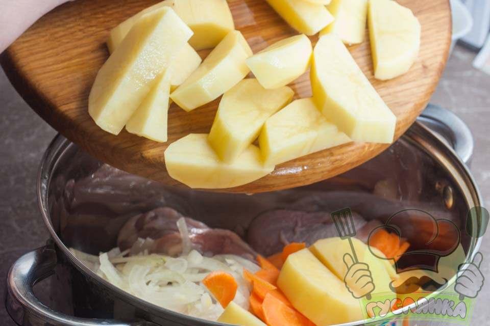 картоплю додаю до решти інгредієнтів