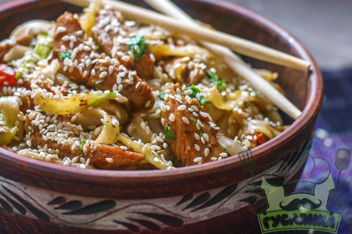 Простий рецепт локшини Удон з куркою і овочами