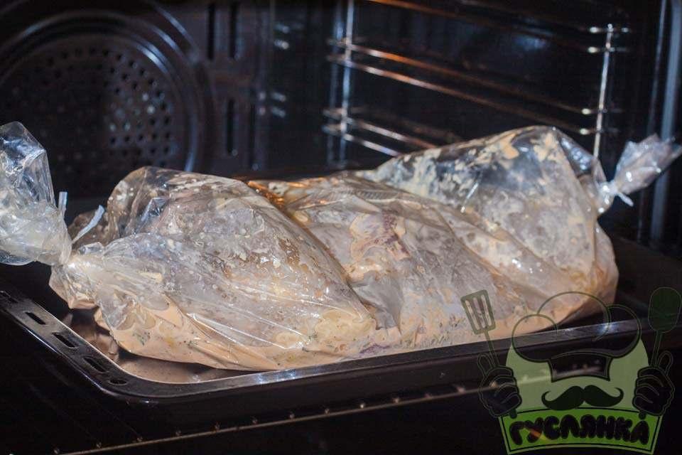 Молода картопля запечена в духовці