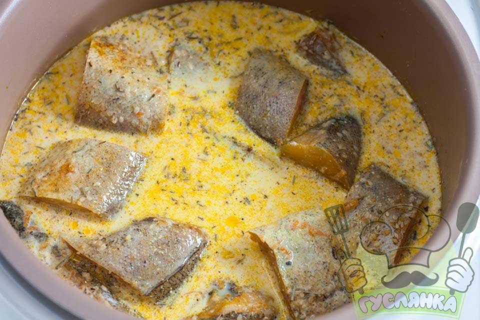 зверху рибу заливаю сметанним соусом