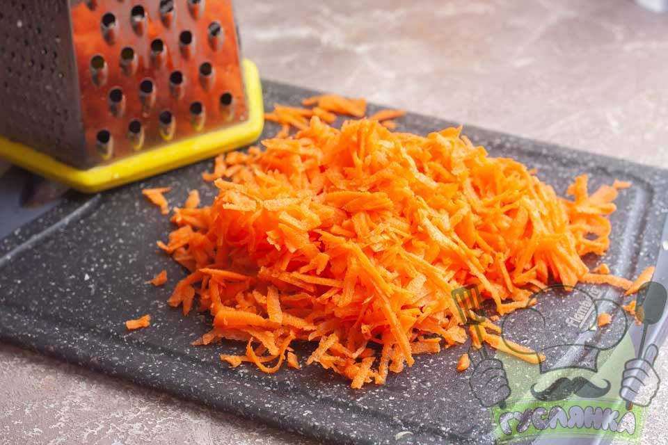 моркву чищу і тру на крупній тертці