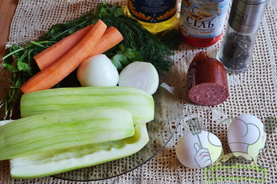для приготування тушкованих кабачків з морквою і яйцем мені потрібні такі продукти