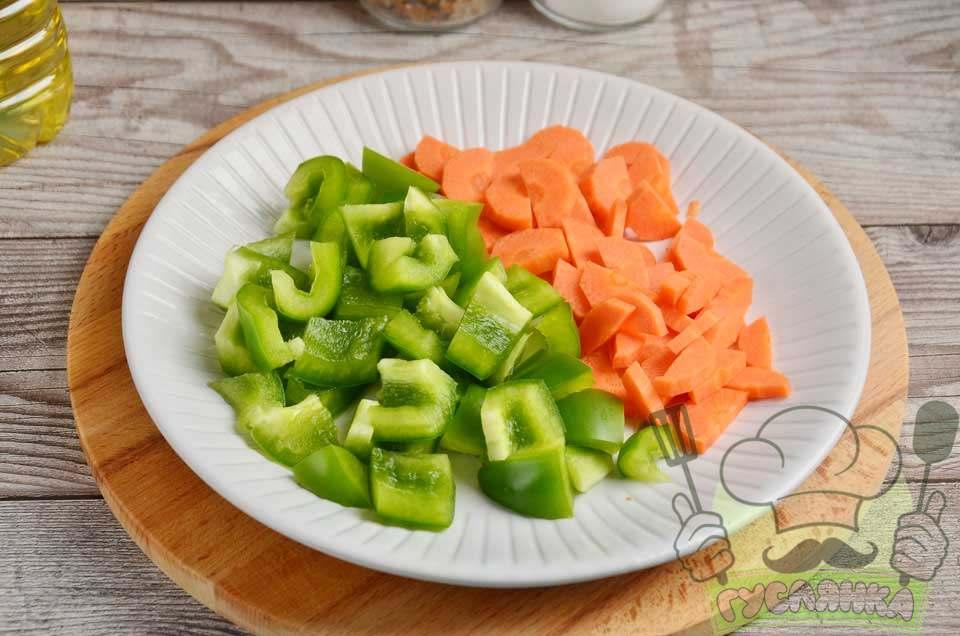 перець і моркву нарізаю довільно