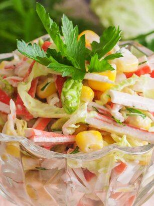Салат із крабових паличок і пекінської капусти
