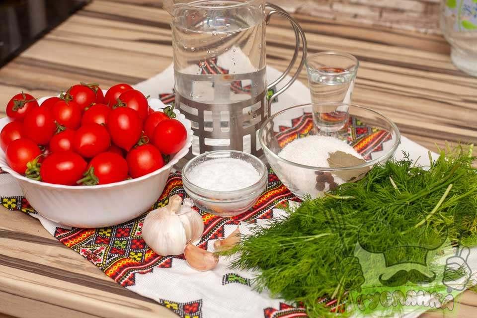 для приготування швидких маринованих помідорів мені потрібні такі продукти
