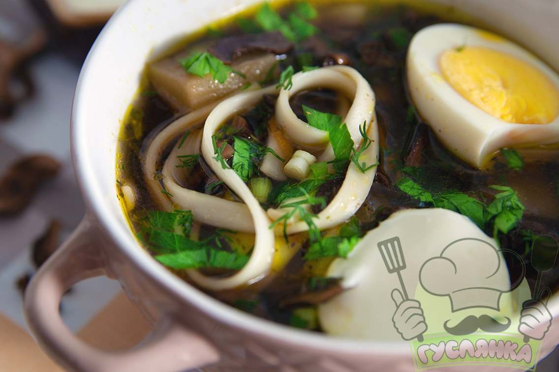Грибна юшка з сушених грибів
