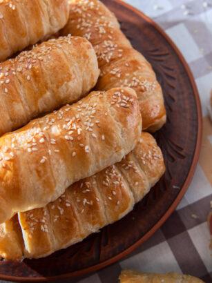 Простий рецепт приготування сосисок в тісті