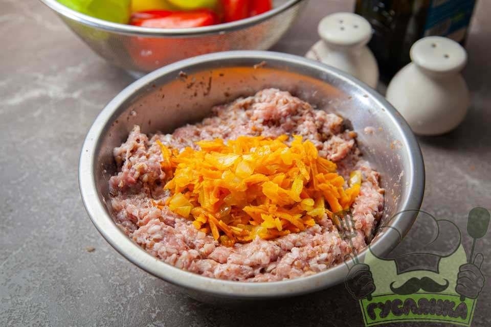 ½ обсмаженої моркви та цибулі додаю до форшу з гречкою