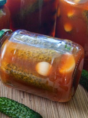 Пікантні огірки у кетчупі чилі на зиму